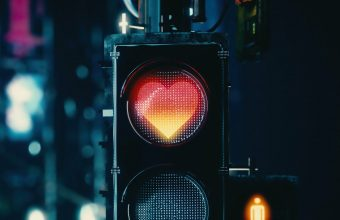 4K Traffic Light Heart Signal Wallpaper 3840x2160 340x220
