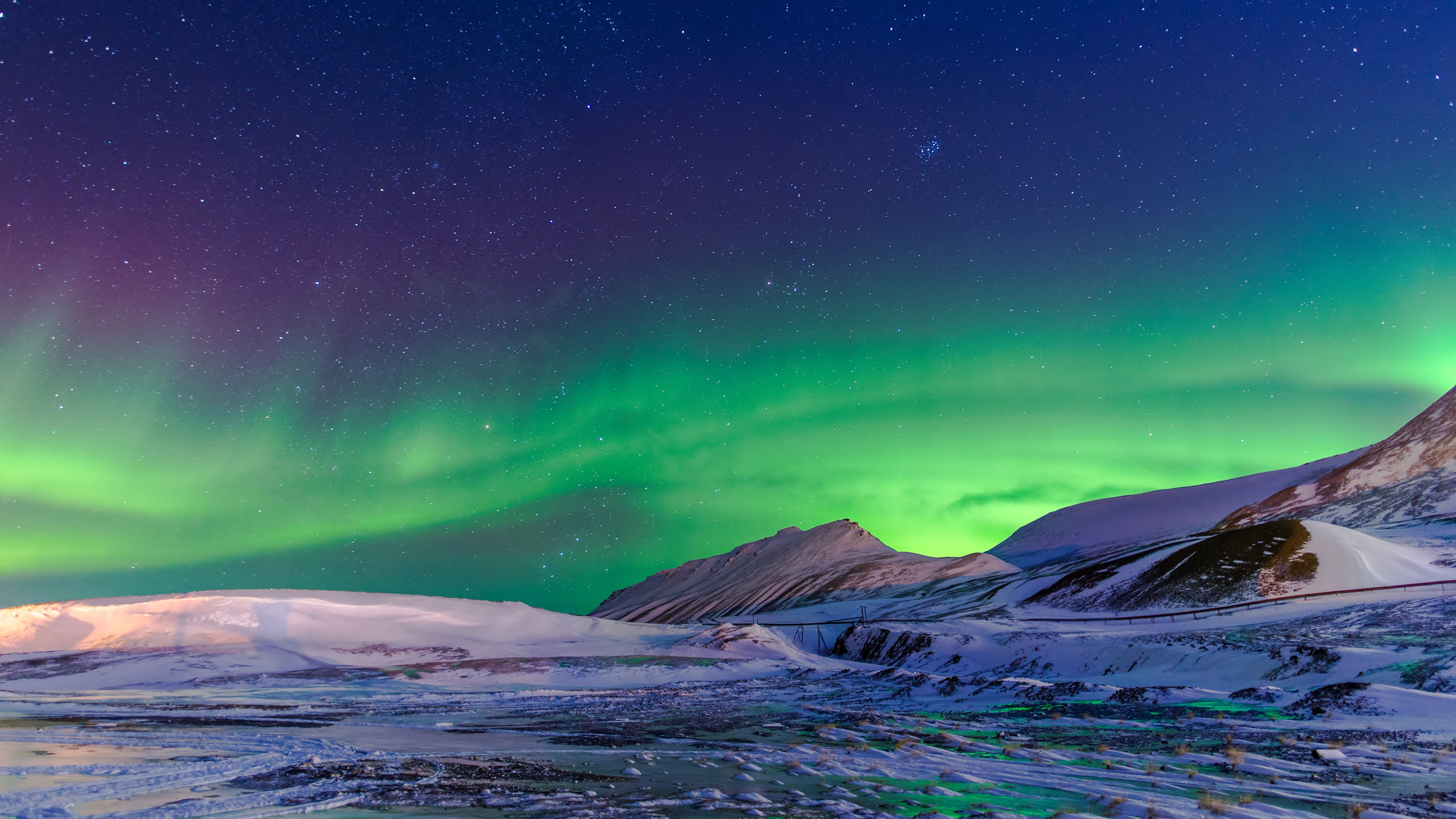 Aurora Borealis Winter 4K Wallpaper [3840x2160]
