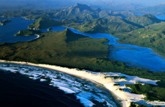 Australia Mountain Air View Wallpaper 1600x1200 340x220