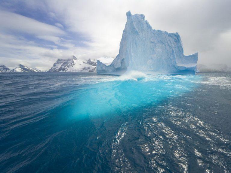 Blue Tall Iceberg Wallpaper 1600x1200 768x576