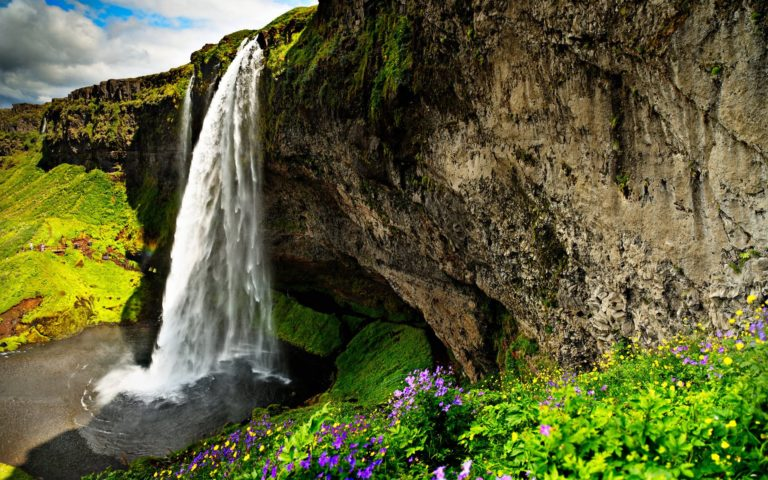 Gorgeous Waterfalls Over A Cliff Wallpaper 768x480