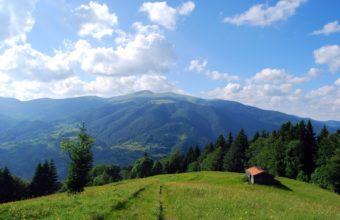 Mountains Carpathians House Field Wallpaper 3872x2592 340x220