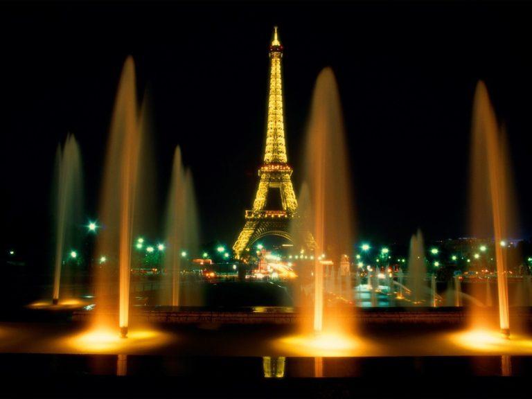 Paris Showers In Night Wallpaper 1600x1200 768x576