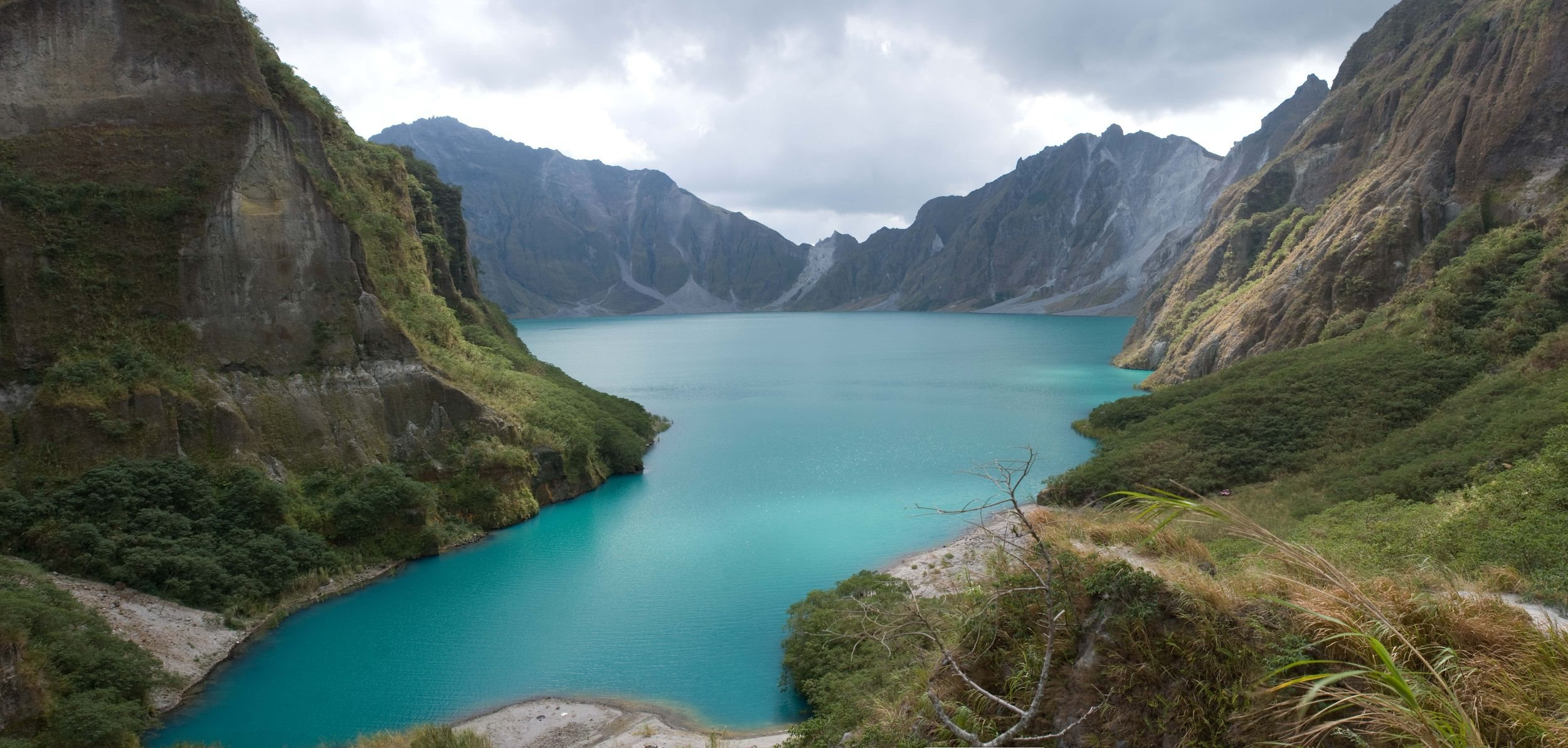 pinatubo crater lake wallpaper [2500x1193]