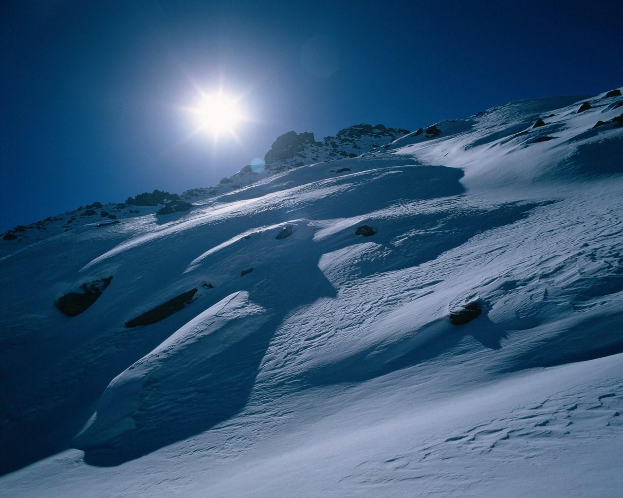 Beautiful Snowflake In The Sunlight: Sun In Beautiful Winter Wallpaper [1280x1024]