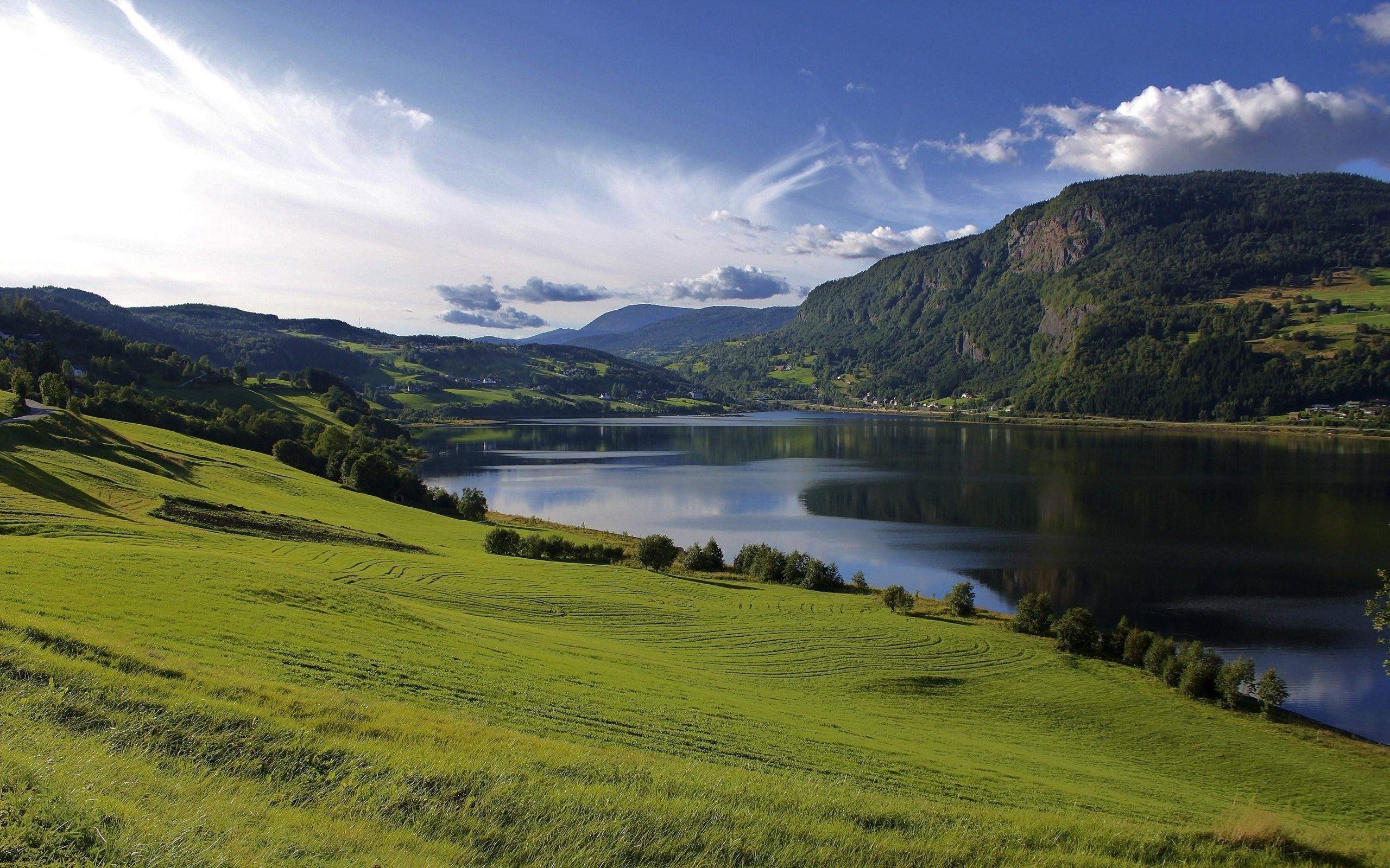 Горы зелень вода  № 658007 бесплатно