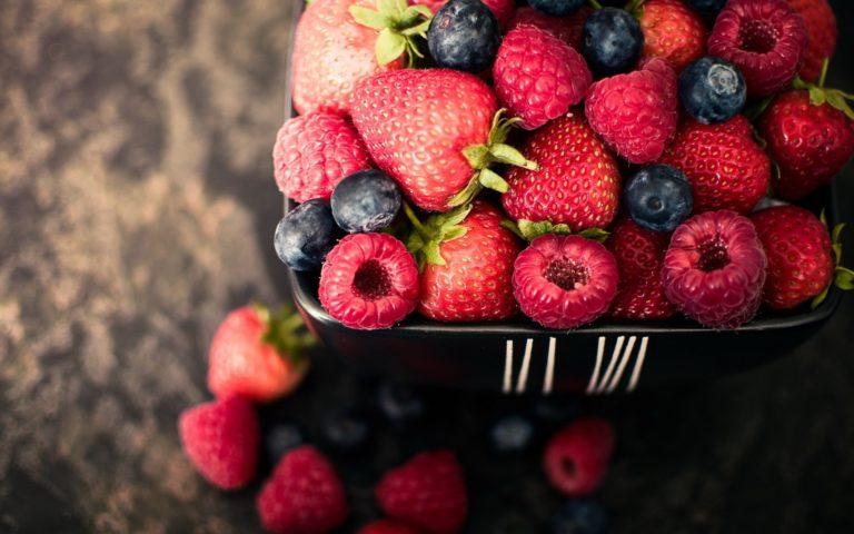 Strawberries Blueberries Raspberries Wallpaper 1920x1200 768x480