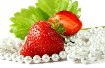 Strawberries Cut Beads Wallpaper 1920x1080 340x220