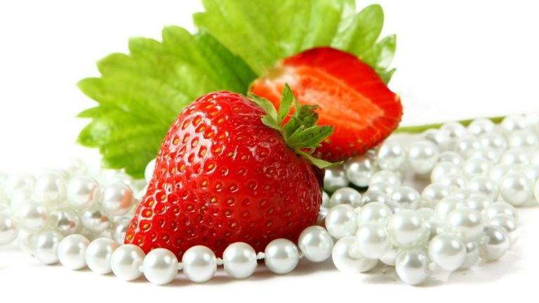 Strawberries Cut Beads Wallpaper 1920x1080 768x432