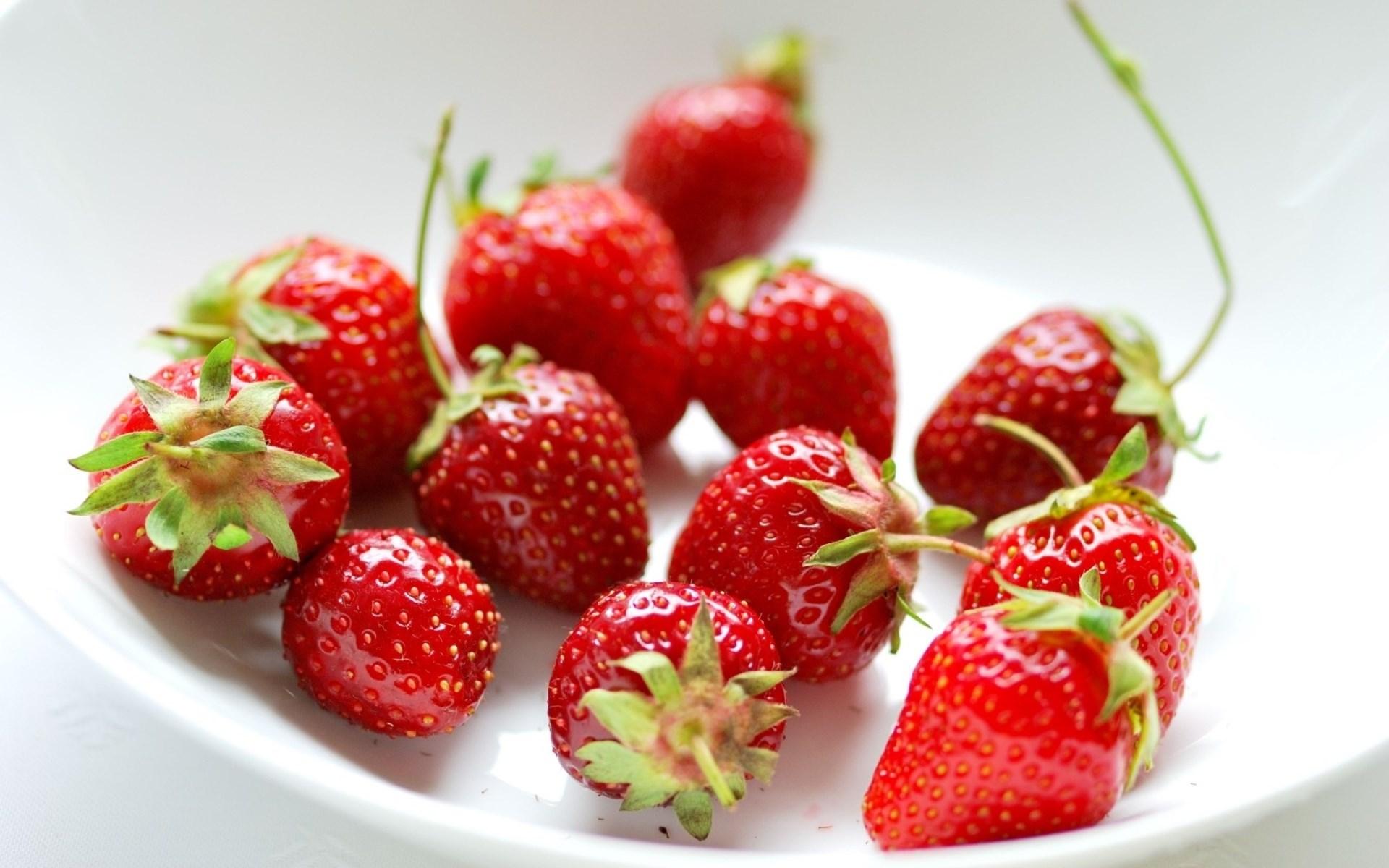 Strawberries Red Pialat Berries Wallpaper 1920x1200