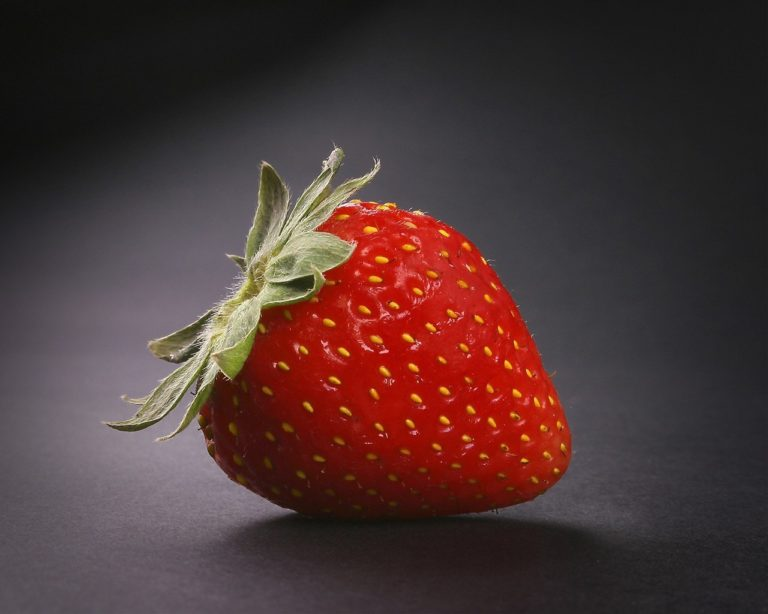 Strawberry Berry Red Wallpaper 1280x1024 768x614