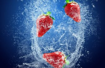 Strawberry Berry Water Wallpaper 1600x1200 340x220