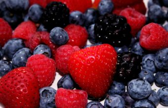 Strawberry Blackberry Blueberry Berry Wallpaper 2880x1800 340x220