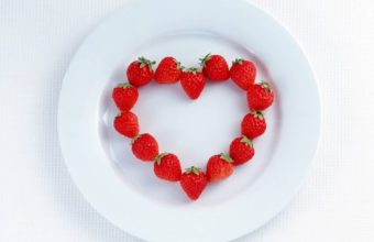Strawberry Heart Plate Wallpaper 1280x1024 340x220