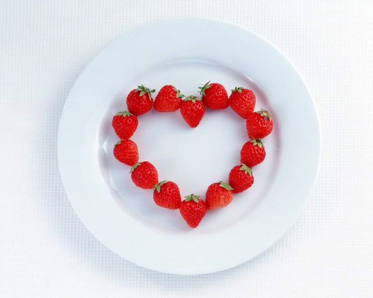 Strawberry Heart Plate Wallpaper 1280x1024 768x614