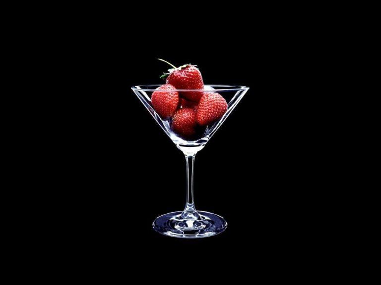 Strawberry Wallpaper 01 1280x960 768x576
