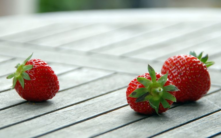 Strawberry Wallpaper 04 1920x1200 768x480