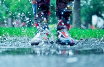 Autumn Rain Puddles Drops Water Boots 2560 X 1600 340x220