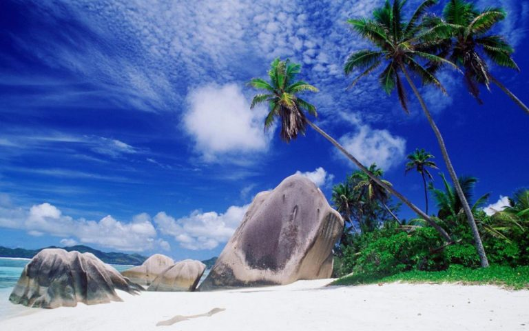 Big Rocks Beach 2560 x 1600 768x480
