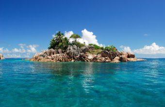 Blue Sea Island 2560 x 1600 340x220