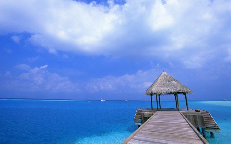 Blue Sky Beach View Place 2560 x 1600 768x480