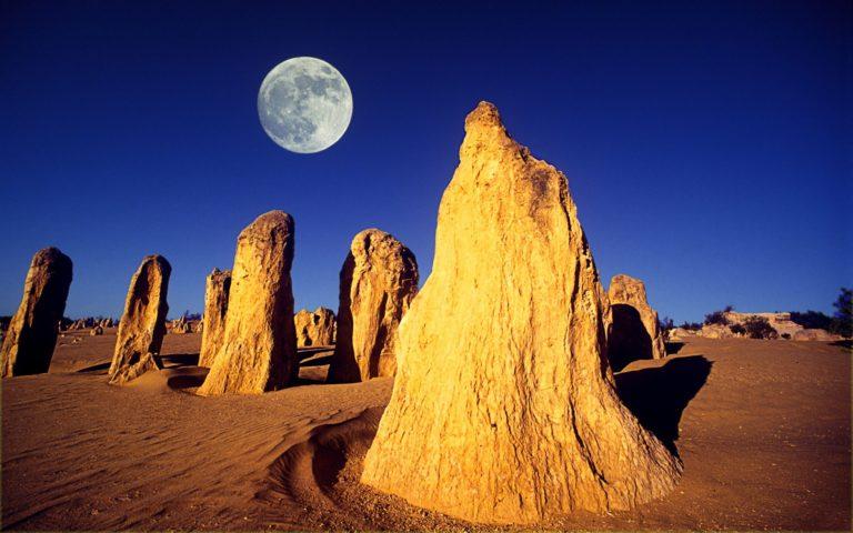 Desert Moon Rocks Australia 1920 x 1200 1 768x480