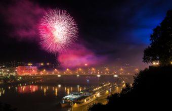 Fireworks Backgrounds 22 2880 x 1800 340x220