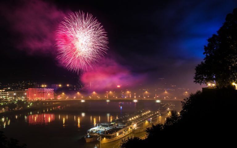 Fireworks Backgrounds 22 2880 x 1800 768x480