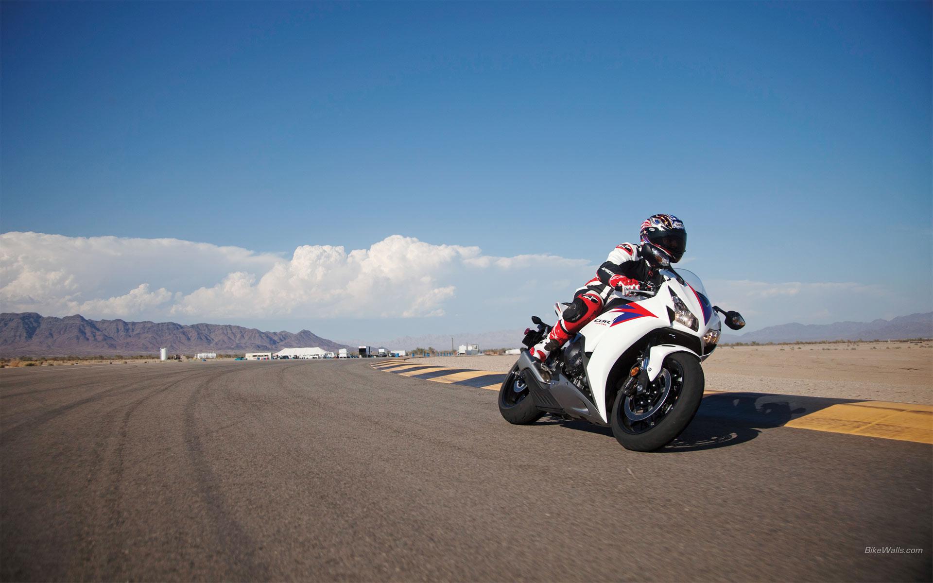 спортивный мотоцикл Honda  № 3935642 без смс