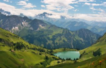 Magnificent Mountain Lake 1920 x 1080 340x220