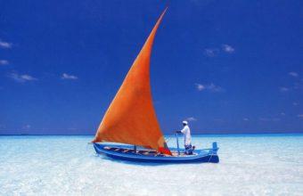 Maldivian Dhoni On Tropical Blue Lagoon 2000 x 1674 340x220