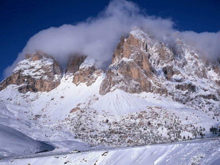 Mountains Snow Road 1200 x 900 768x576