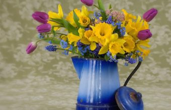 Spring Flower Arrangement 1600 x 1200 340x220