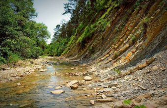 Stones Beach River 1440 x 900 340x220