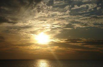 Sun Sea Beams 1280 x 1024 340x220