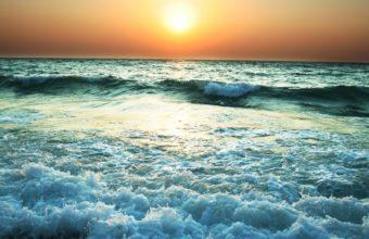 Turbulent Sea Waves 2880 x 1800 340x220