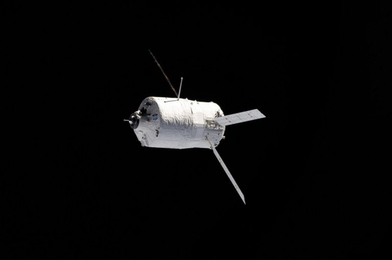 Unmanned Cargo Ship Space Flight 1358 x 900 768x509