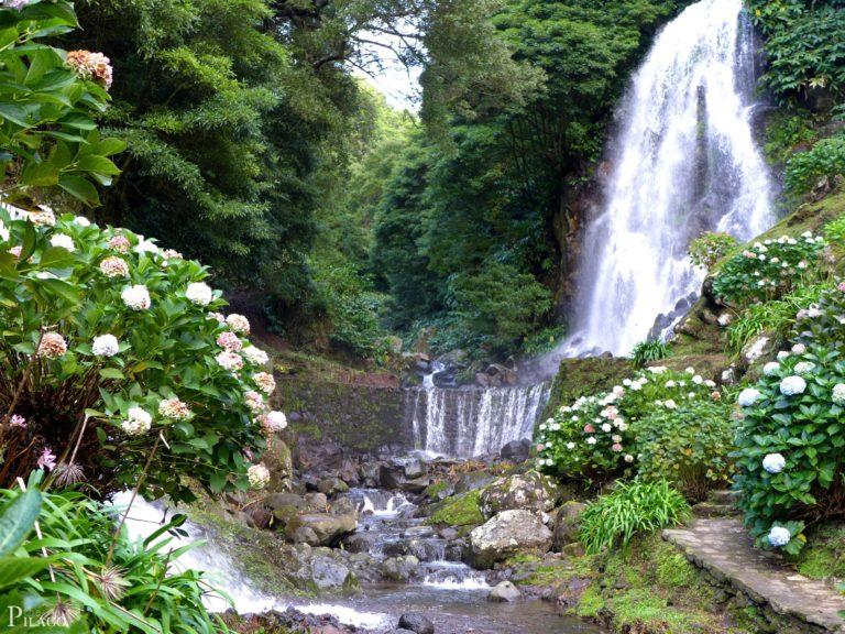 Waterfalls Portugal Achadinha Azores 2436 x 1827 768x576