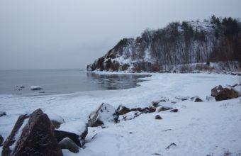 Winter Lake Rocks 3648 X 2736 340x220