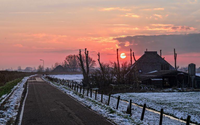 Winter Road Sky 2560 x 1600 768x480