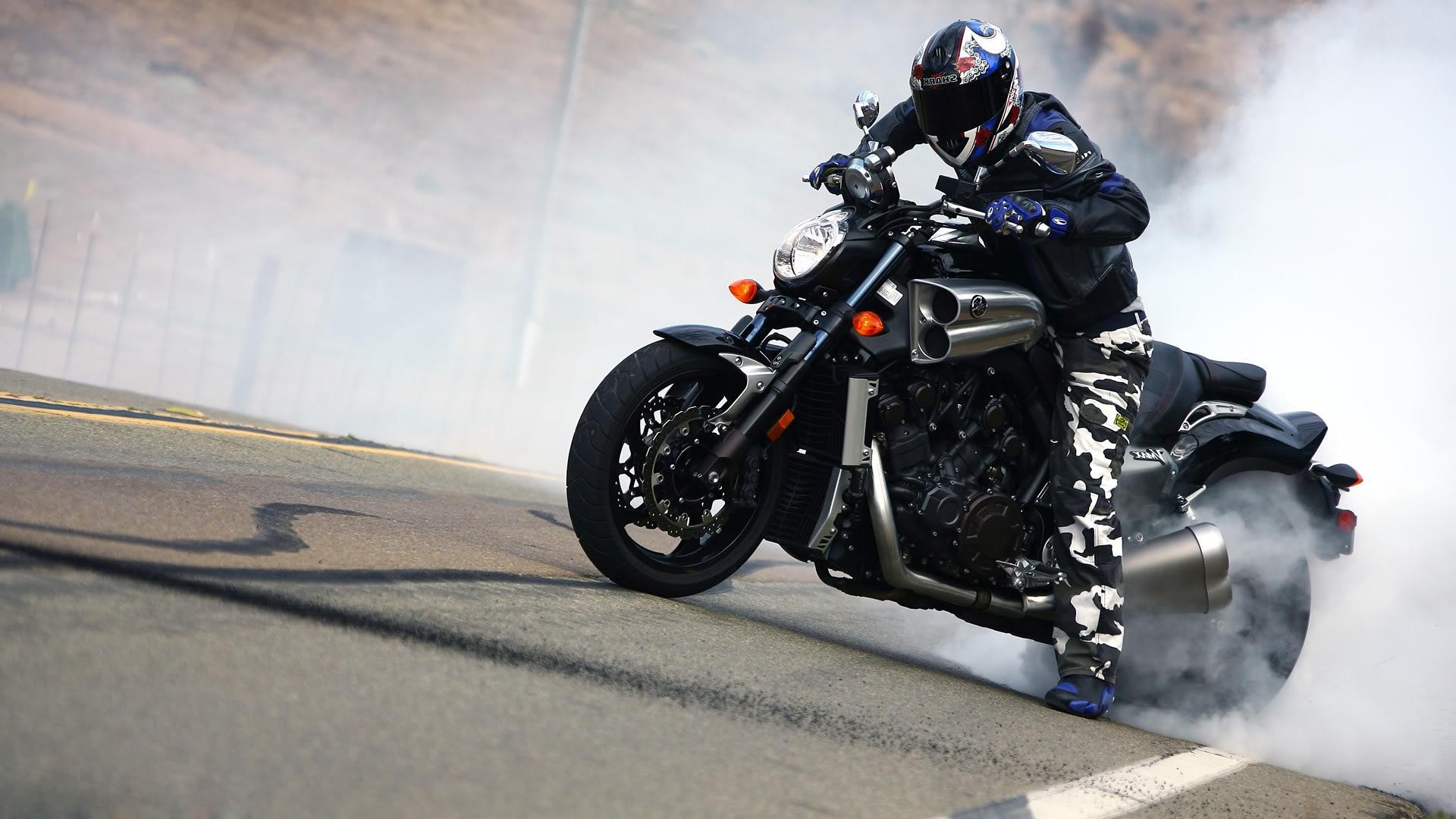 Мотоцикл Yamaha парковка скачать