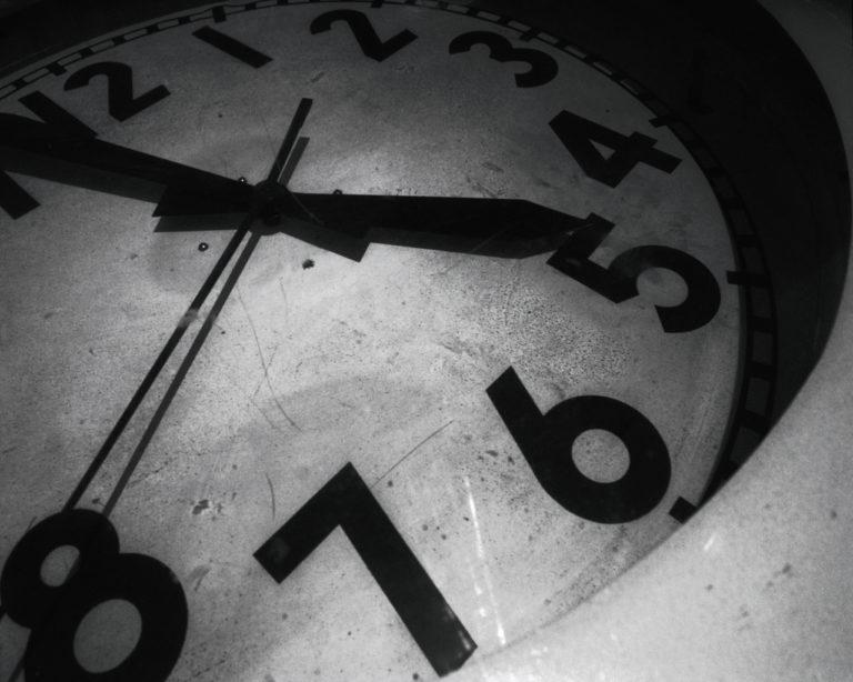Clock Wallpaper 01 1280x1024 768x614