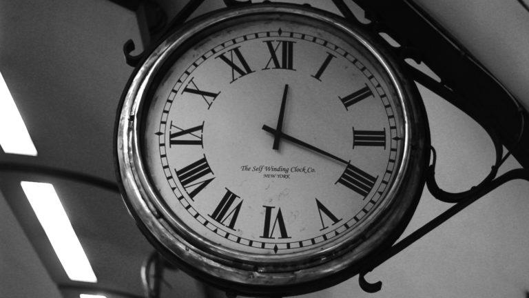 Clock Wallpaper 21 5200x2925 768x432