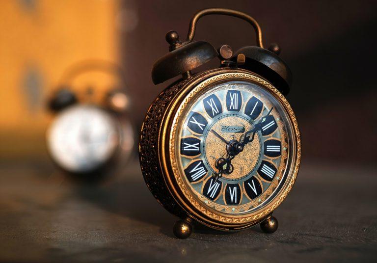 Clock Wallpaper 29 2560x1785 768x536