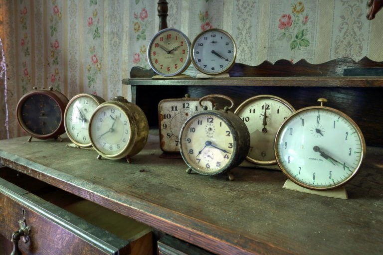 Clock Wallpaper 31 2048x1365 768x512