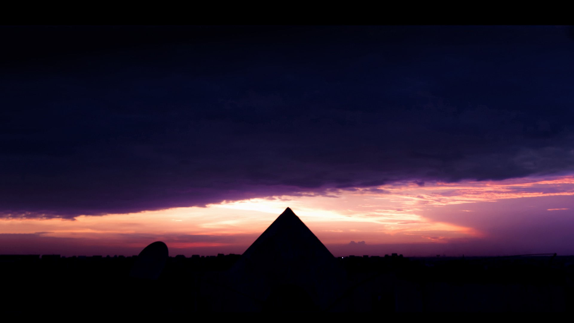 Pyramid Wallpaper 06