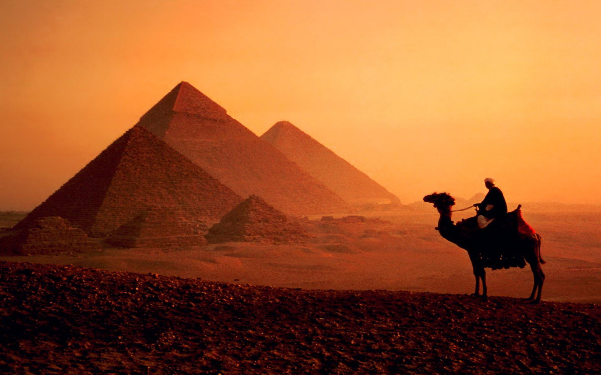 Pyramid Wallpaper 07