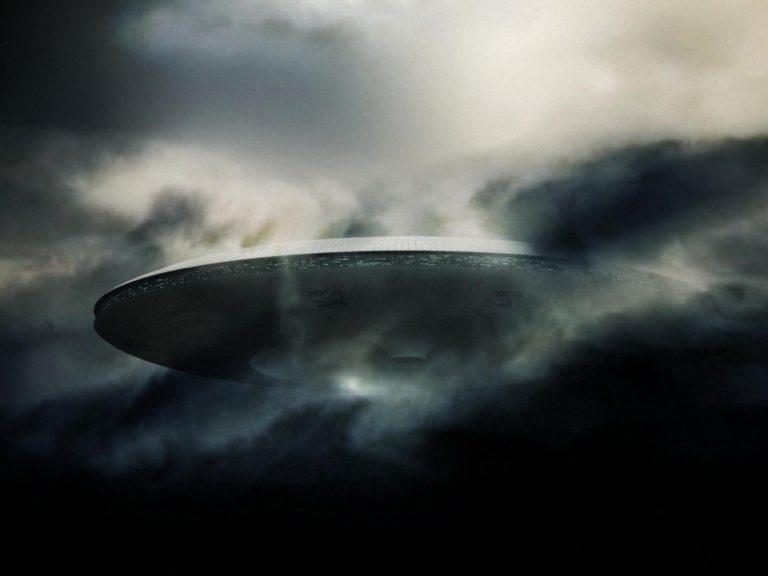 Spaceship Wallpaper 35 1600x1200 768x576