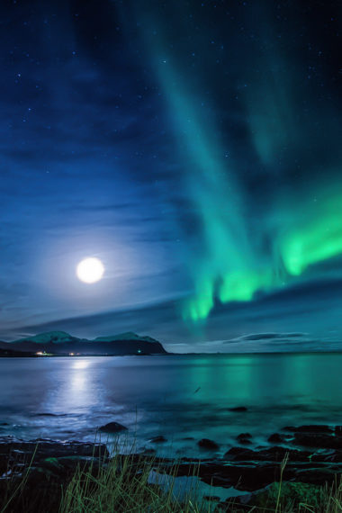 Aurora Borealis Moon Night Ce Wallpaper 640 x 960 380x570