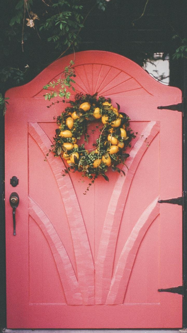 Wreath Door Decoration Wallpaper 720x1280